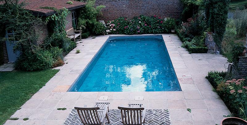 Terras tuin natuursteen bedrijven for Zwembad tegels